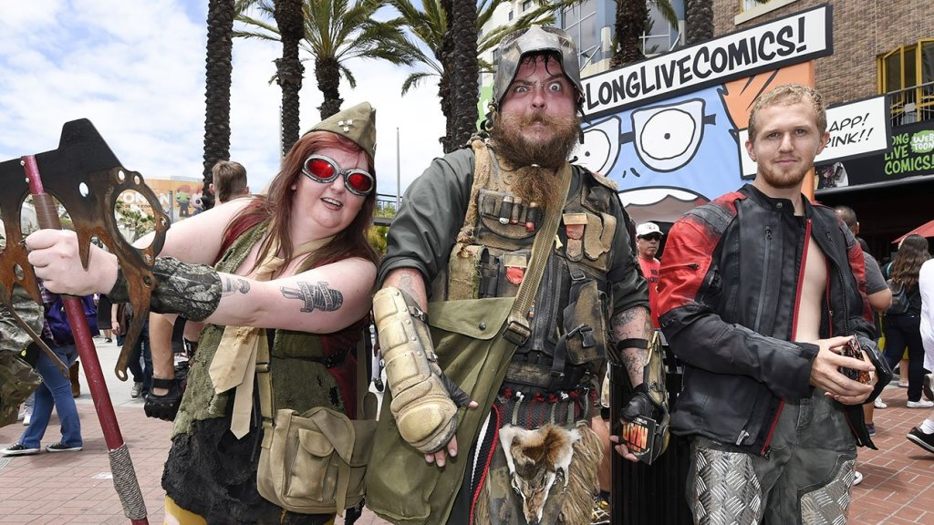 Costumed_characters_5th_Avenue_Comic_Con