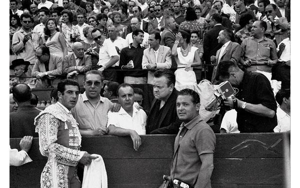 FOTO_CANITO_ANTONIO_ORDO_EZ_ORSON_WELLS_PLAZA_PAMPLONA_1961