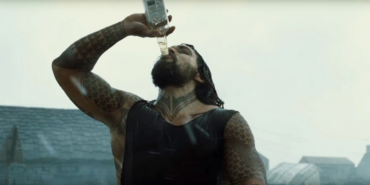Justice-League-Trailer-Aquaman-Drinking1